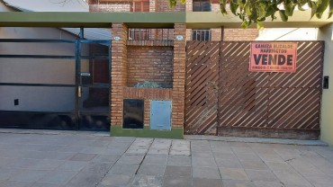 Duplex en Venta en Charlone 888